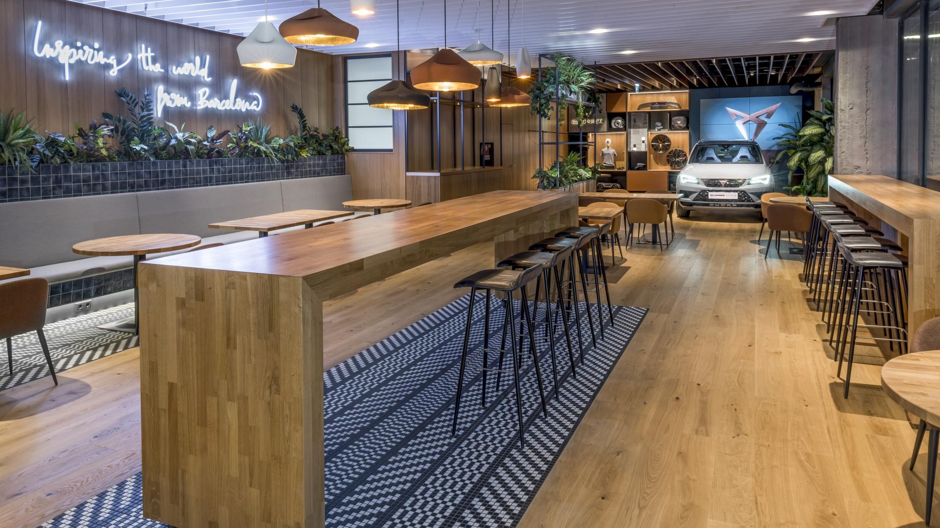 """Die """"Hola Tapas Bar"""" ist in Wien, der Drei-Sterne-Gastronom stammt aus Waiblingen, und die Autos kommen aus Spanien. Seat will mit dem Konzept näher an potenzielle Kunden heranrücken."""