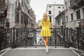 Junge Frau in Venedig