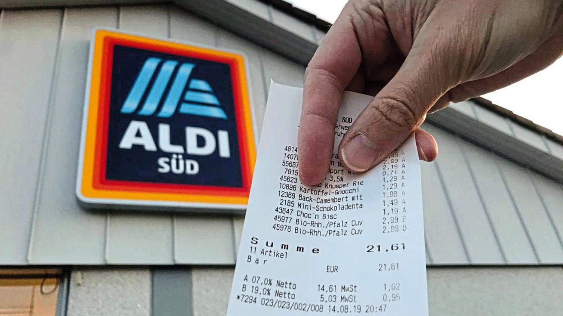 Einen anderen Weg als die Konkurrenz geht Aldi Süd bei seinen Kassenzetteln. Darauf wird bei Barzahlungen weder angegeben, wie viel Geld der Kunde gegeben hat – noch findet sich eine Angabe zum Rückgeld auf dem Ausdruck.