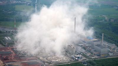 Sprengung der Kühltuerme des Kernkraftwerks Philippsburg