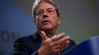 """Paolo Gentiloni, EU-Kommissar für Wirtschaft, sprach in Brüssel von einem """"Skandal, der so nicht einfach weiter laufen kann""""."""