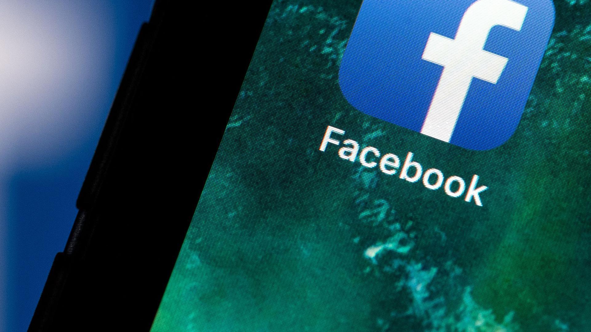 Der Rückgang von Werbeeinnahmen zeigt beim Online-Netzwerk Facebook Wirkung.