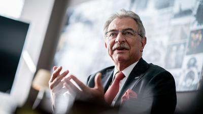 Das Ordervolumen steigt bei den Indusstrieaufträgen, doch Dieter Kempf, Präsident des Bundesverbandes der Deutschen Industrie (BDI), erwartet im Herbst noch keinen Aufschwung.