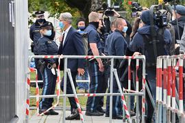 Der unter anderem wegen Betrugs angeklagte langjährige Audi-Chef Rupert Stadler betritt das Landgericht München.