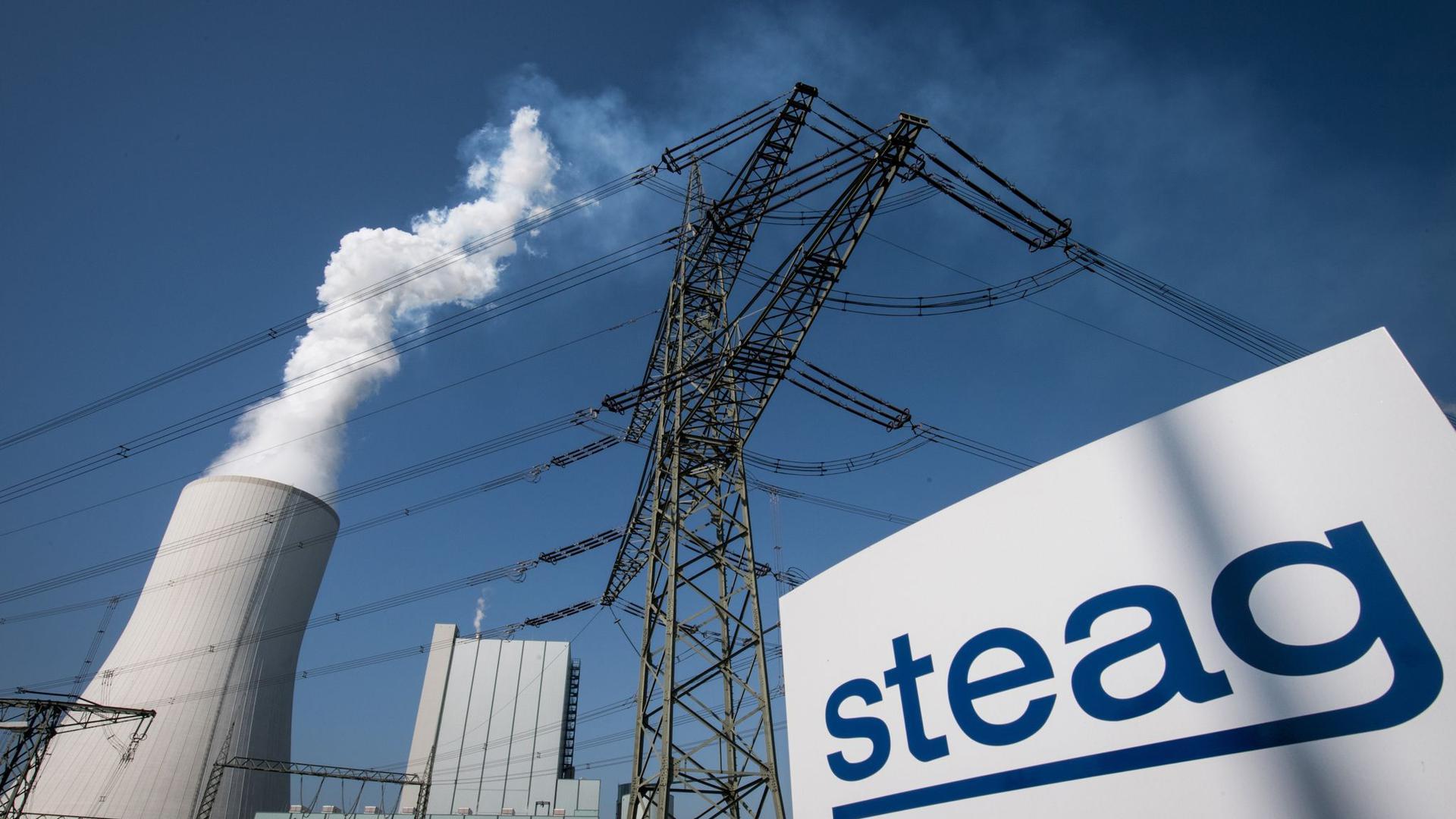 Der Essener Kraftwerksbetreiber Steag will rund 1000 seiner 3500 Arbeitsplätze in Deutschland abbauen.