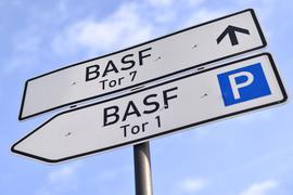 Bereits seit einigen Monaten bereitet das Coronavirus dem Chemiekonzern BASF Sorgen.