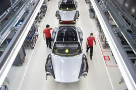 Blick in die Produktion bei Porsche in Stuttgart.