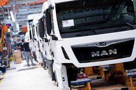Der Lastwagenbauer MAN gehört zur VW-Lkw-Tochter Traton. Die VW-Nutzfahrzeugholding Traton und ihr japanischer Partner Hino wollen zusammen künftig Elektro-Lkw entwickeln.