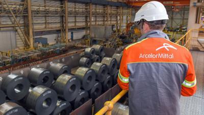 Stahlproduktion im Warmwalzwerk der ArcelorMittal Eisenhüttenstadt GmbH.