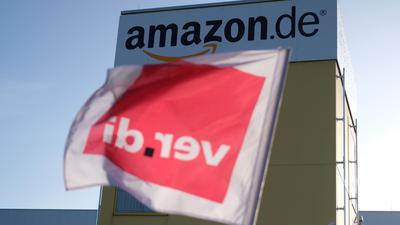 Mit bundesweit mehrtägigen Streiks beim Online-Händler Amazon will die Dienstleistungsgewerkschaft Verdi erneut Druck machen in ihrem jahrelangen Kampf für einen Einzelhandels-Tarifvertrag.
