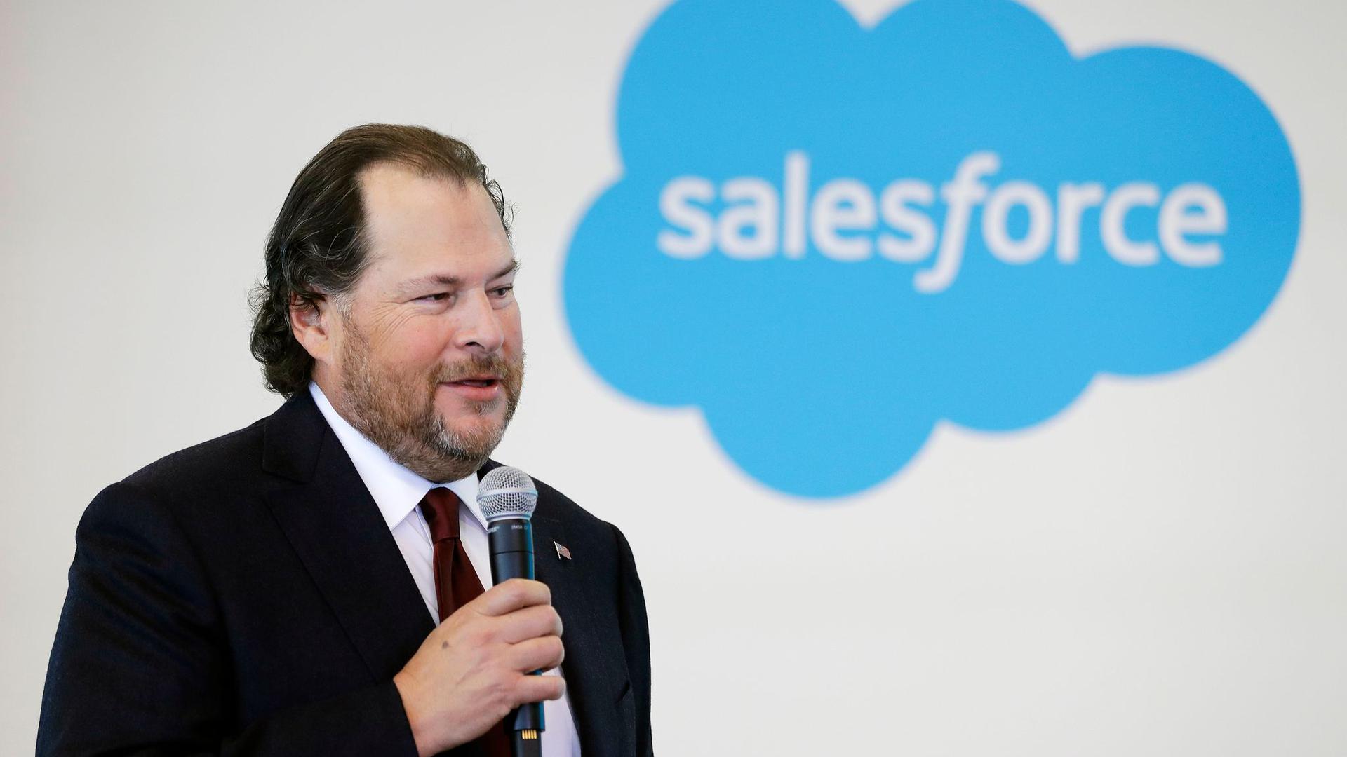 Marc Benioff, Gründer und Chef von Salesforce, spricht auf einer Pressekonferenz.