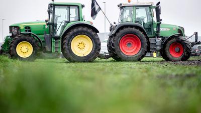 Landwirte blockierten mit ihren Traktoren die Zufahrt zum Zentrallager von Lidl.