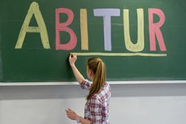 In den Regionen um Metropolen haben viele Menschen Abitur.