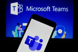 Das Logo der Kommunikationsplattform MS Teams von Microsoft ist auf einem Handy zu sehen.