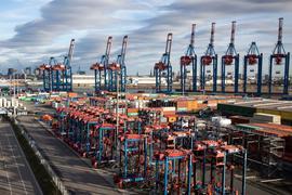 Der Hamburger Hafen:Das Kieler Institut für Weltwirtschaft (IfW) hat eine neue Prognose für 2021 abgegeben.