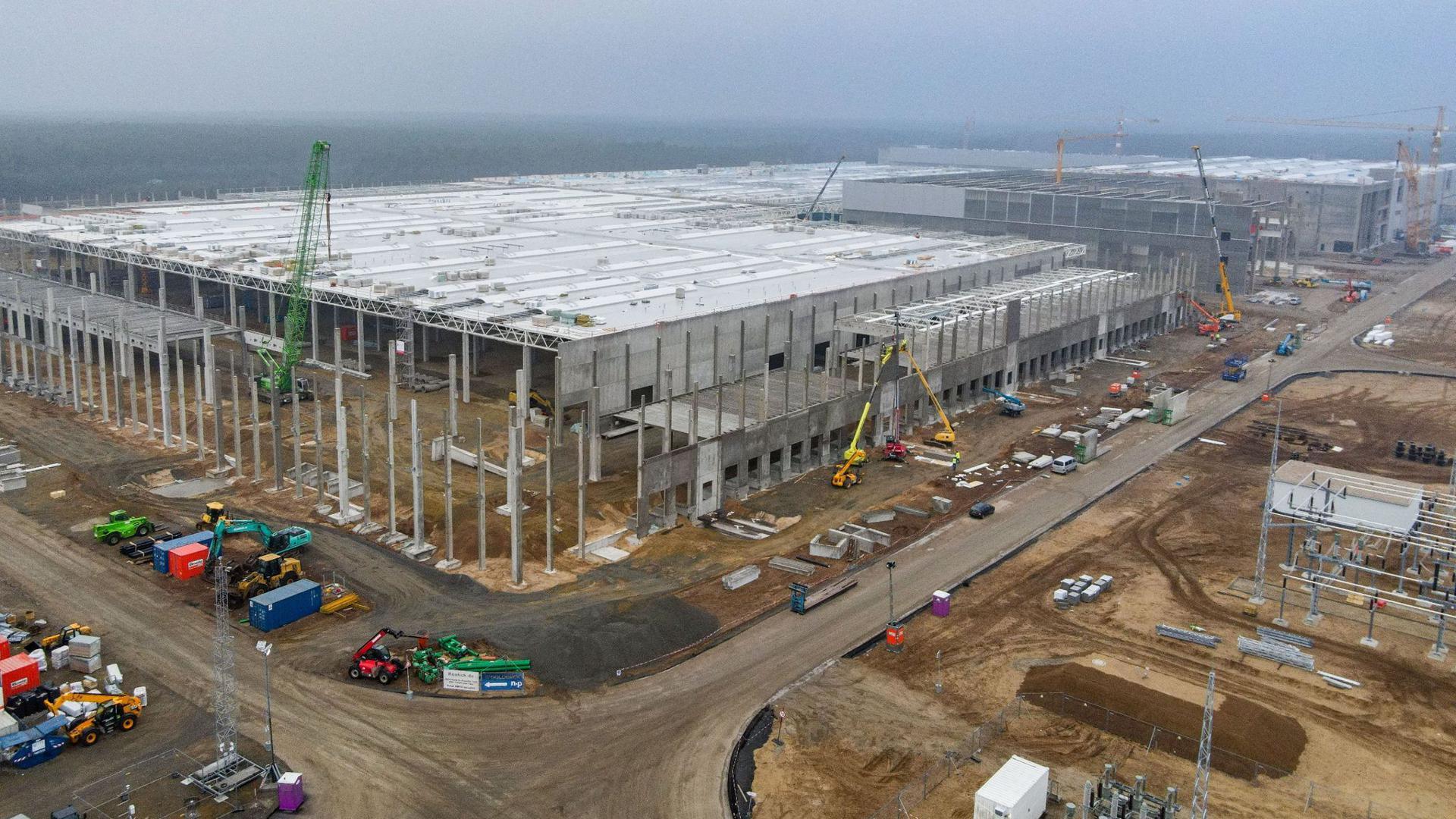 Die Baustelle der Tesla Gigafactory (Luftaufnahme mit einer Drohne).