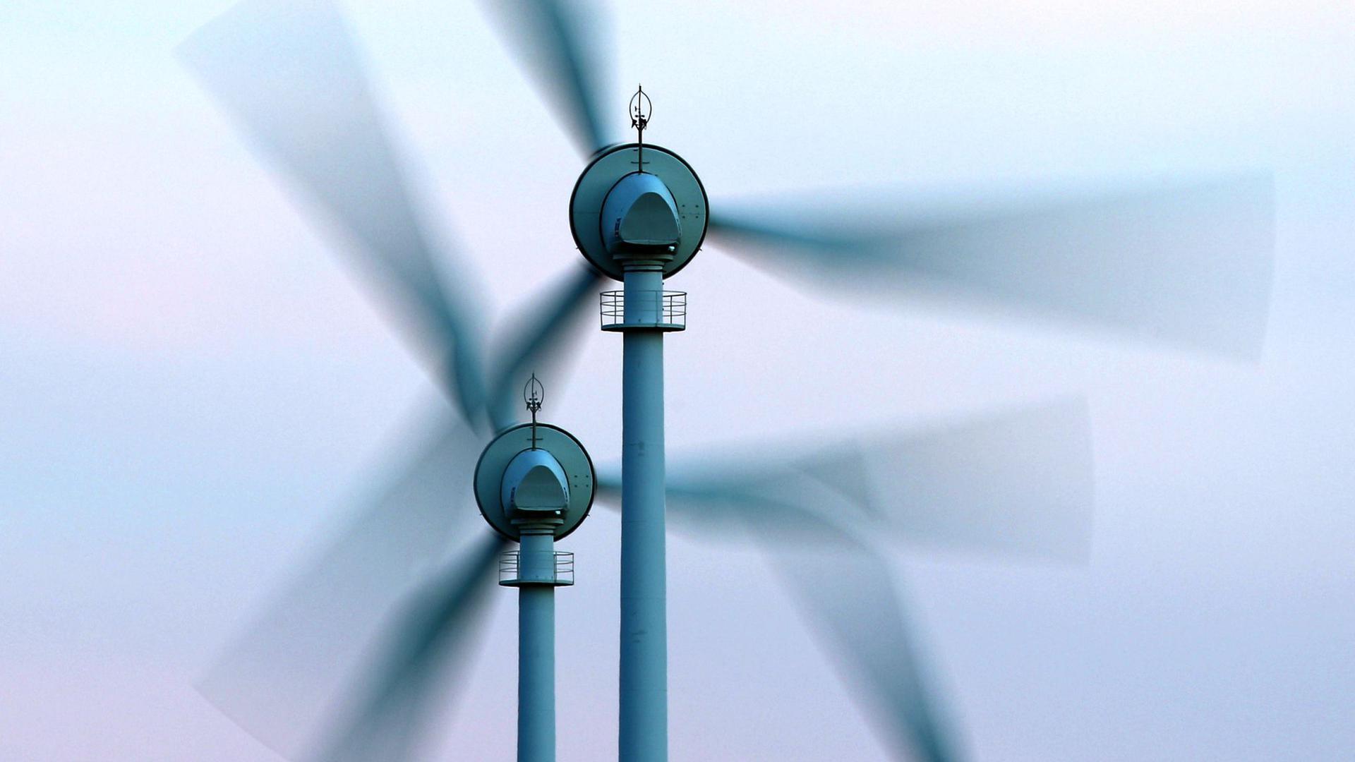 Vor allem bei Windstille oder Dunkelheit wurde zur Bedarfsdeckung Strom importiert.