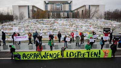 Protest gegen die aktuelle Agrar- und Ernährungspolitik Deutschlands vor dem Bundeskanzleramt.