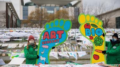 Aktivisten des Bund für Umwelt und Naturschutz Deutschland (Bund) bei einem Protest in Berlin gegen die aktuelle Agrar- und Ernährungspolitik Deutschlands.