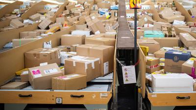 Die Bundesregierung will Paketdienstleister stärker in die Pflicht nehmen.