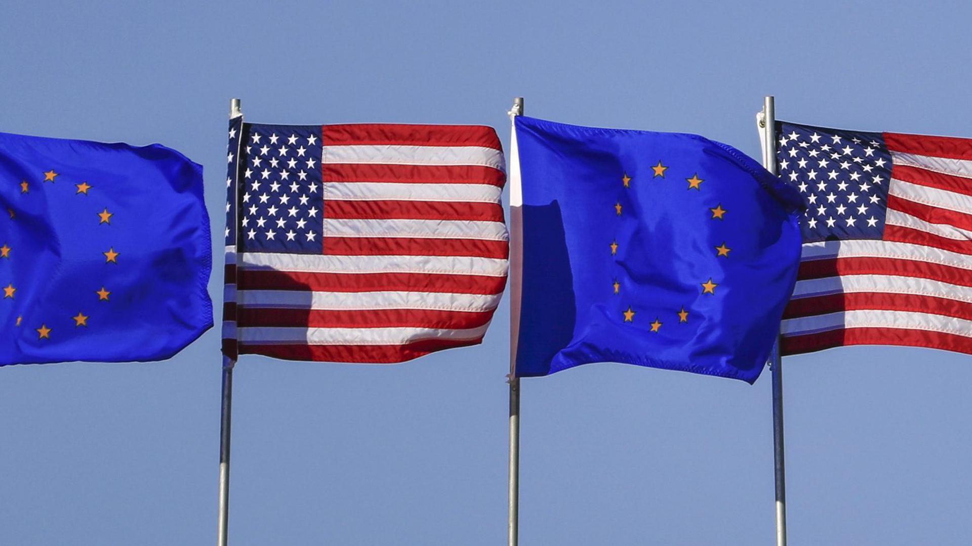 US und EU-Fahnen. Das DIWfordert eine Initiative für ein neues Freihandelsabkommen mit den USA.