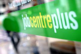Die Corona-Krise belastet den britischen Arbeitsmarkt stark.