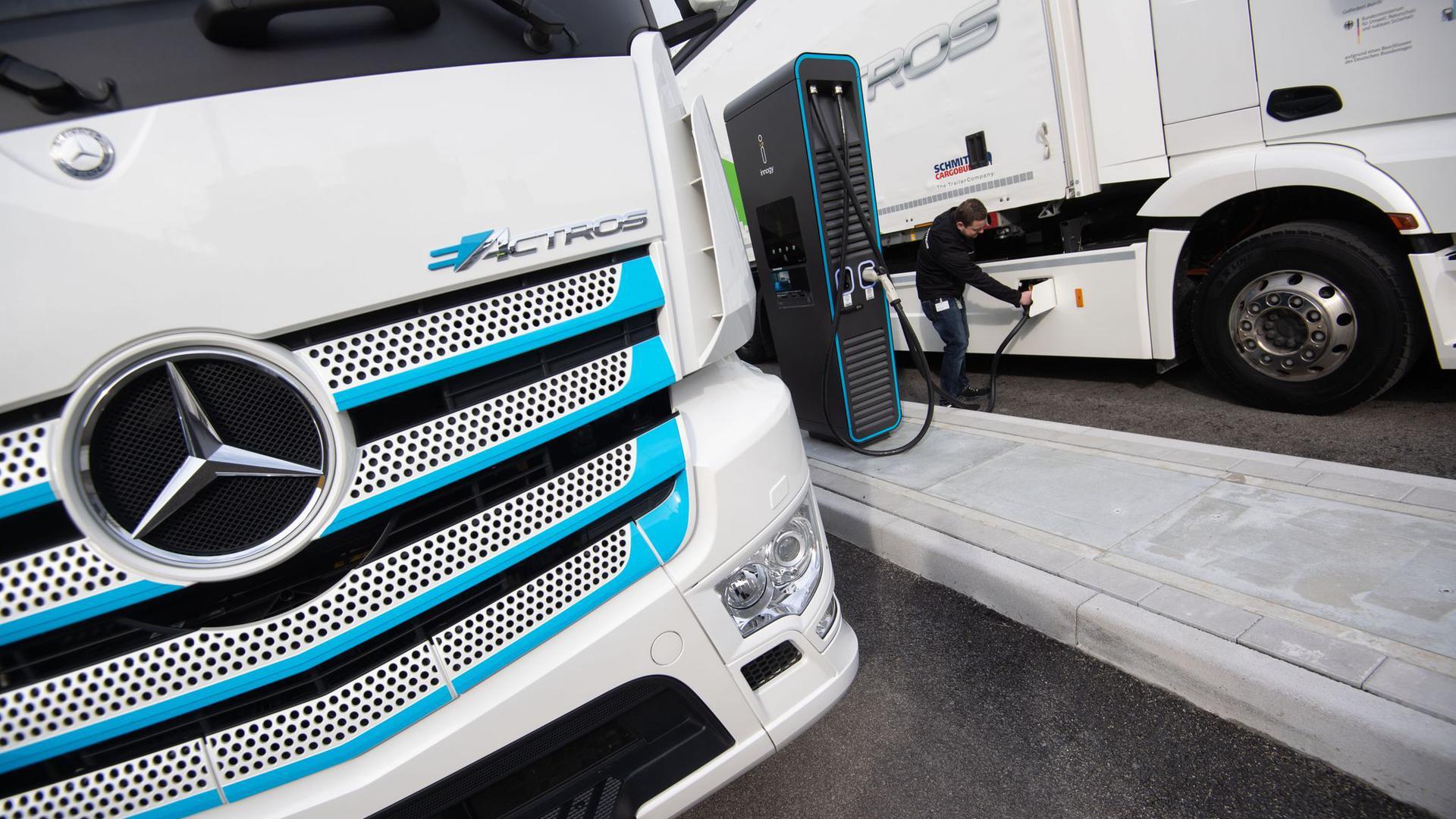 Daimler will seine Lastwagen-Sparte noch in diesem Jahr an die Börse bringen.