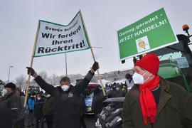Landwirte mit rund 360 Traktoren kamen in Ochsenfurt zusammen, um gegen die geplanten Auflagen für den Insektenschutz in der Landwirtschaft zu demonstrieren.
