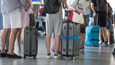 Pauschalreisende sollen künftig besser gegen eine Pleite des Reiseveranstalters abgesichert sein.
