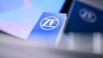 Der Autozulieferer ZF schließt das vergangene Jahr mit einem dicken Umsatzminus und deutlichem Nettoverlust ab.