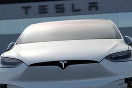 Ein unverkauftes 2018 Modell X 100d bei einem Tesla-Händler.