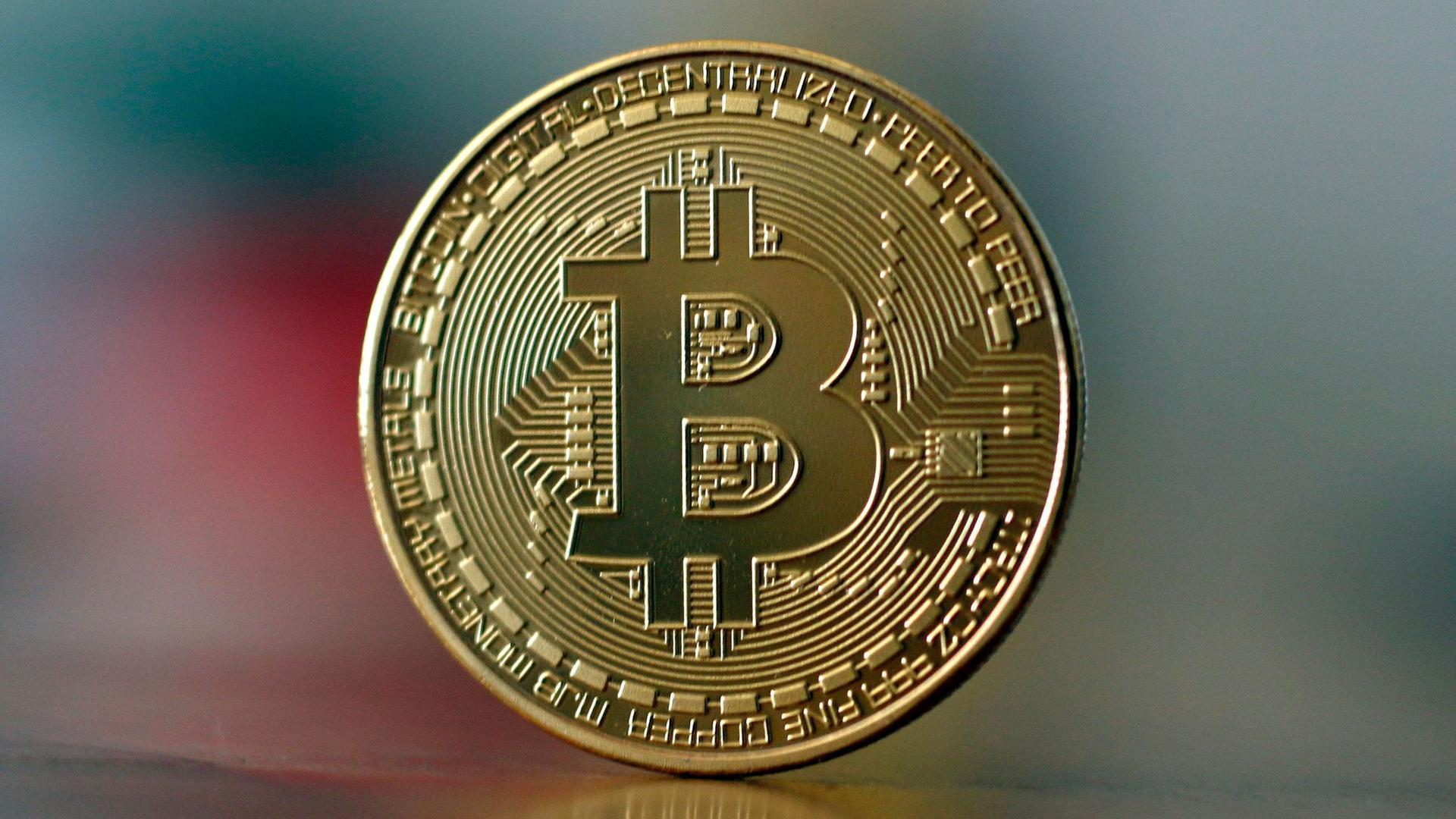 Die älteste und bei weitem marktgrößte Internetwährung Bitcoin fiel am Dienstagvormittag um zeitweise mehr als 15 Prozent.