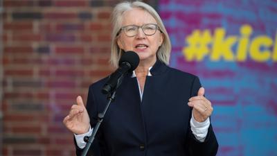 """""""Wir halten das noch eine ganze Weile aus"""": Monika Schnitzer, Mitglied des Sachverständigenrates zur Begutachtung der gesamtwirtschaftlichen Entwicklung."""