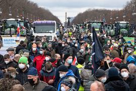 Zahlreiche Bauern demonstrieren auf der Straße des 17. Juni in Berlin Mitte gegen das geplante Insektenschutzprogramm der Bundesregierung.