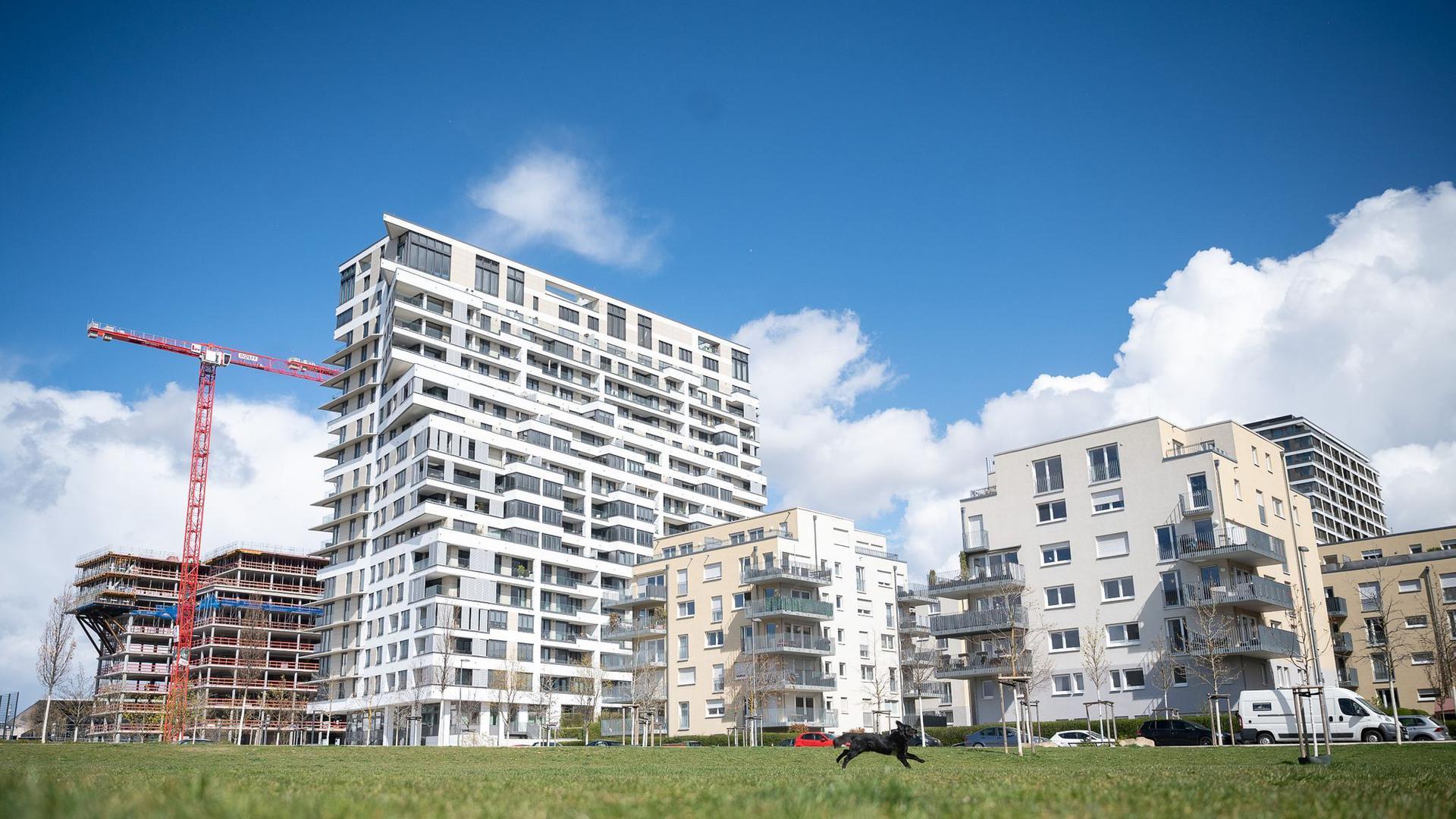 """""""Trotz steigender Immobilienpreise und der wirtschaftlichen Unsicherheit ist das Interesse von Privatkunden an Immobilien ungebrochen"""", sagt Tomas Rederer, Partner und Kreditexperte bei PwC Deutschland."""