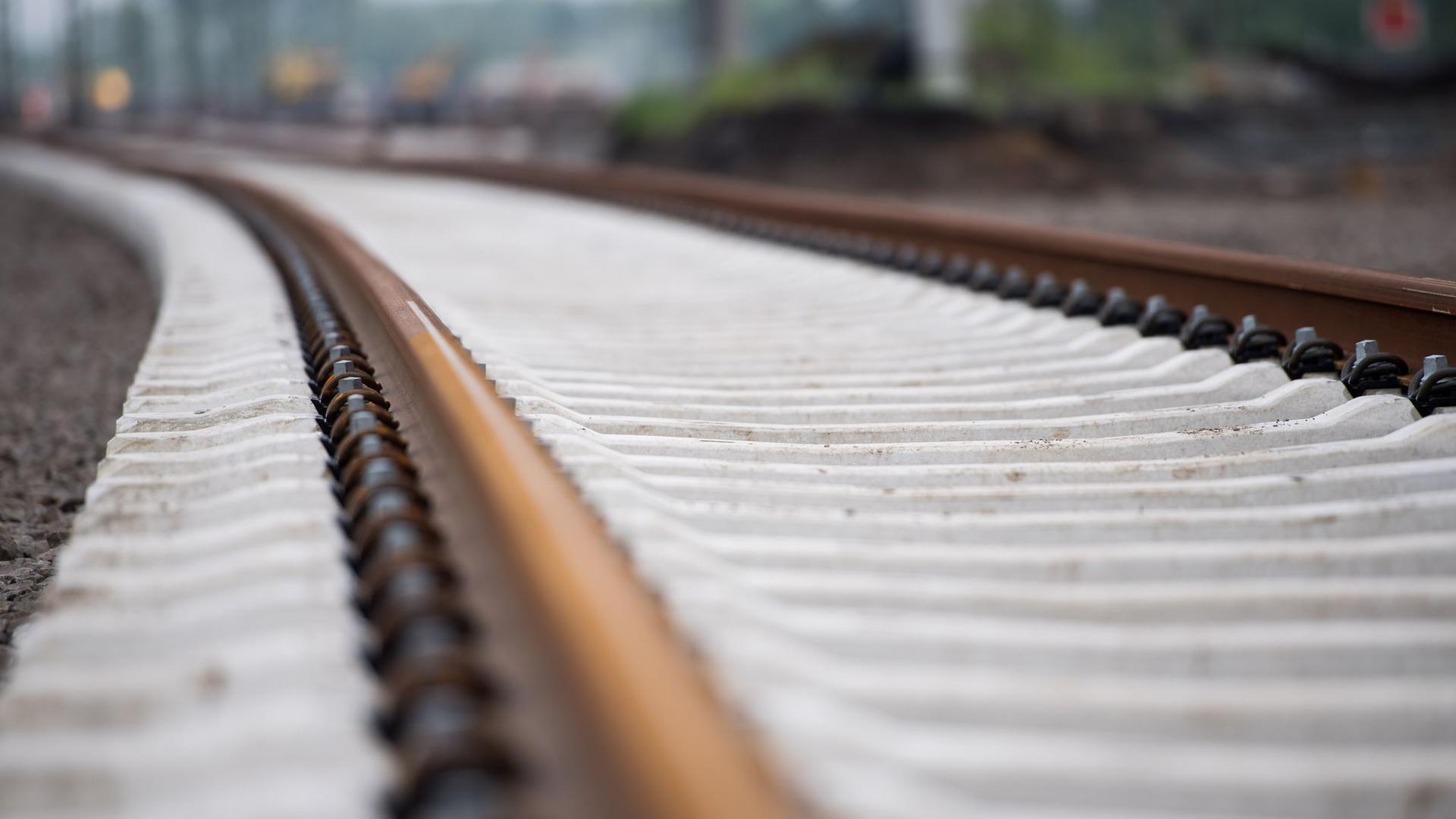 Der Bundesrechnungshof kritisiert den Kurs der Bundesregierung in der Bahnpolitik massiv.