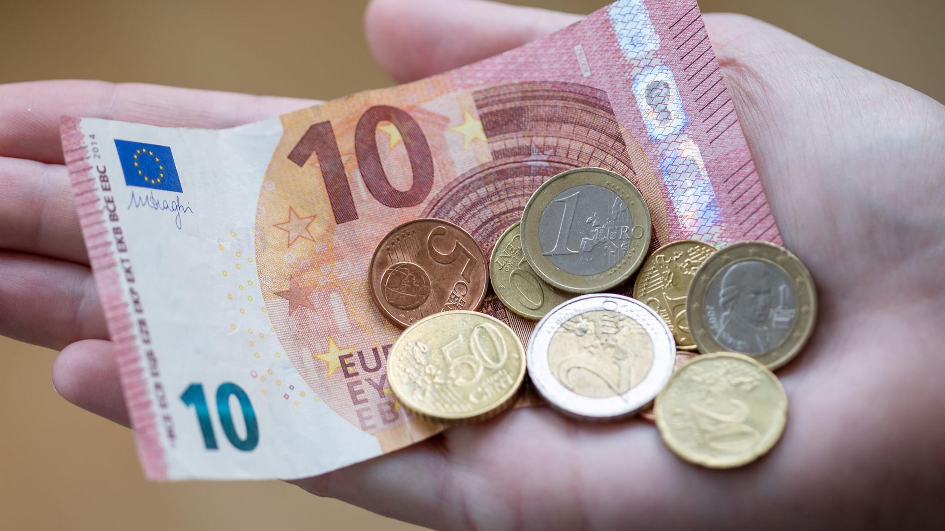 Die Sparquote kletterte im vergangenem Jahr auf das Rekordhoch von 16,3 Prozent.