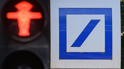 Die geplanten Filialschließungen bei Deutscher Bank und Postbank auf dem Heimatmarkt kosten unter dem Strich insgesamt rund 1190 Vollzeitstellen.