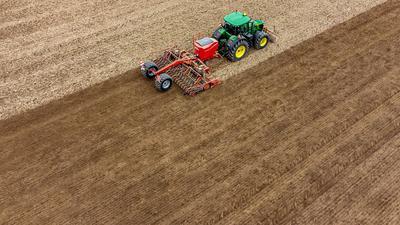 Der Streit über die Details hat sich wochenlang hingezogen, nun hat die Umsetzung der EU-Agrarreform in Deutschland endlich die Kabinettshürde genommen.