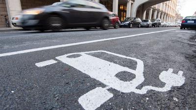 Der Bau von Ladesäulen in der Europäischen Union ist aus Sicht des EU-Rechnungshofs zu langsam, zu ungleichmäßig und zu planlos, um Elektroautos zum Durchbruch zu verhelfen.
