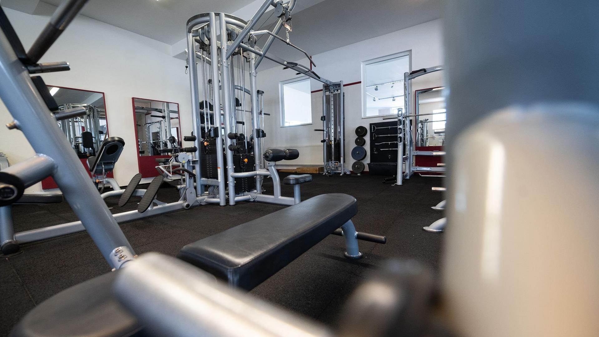 Weniger Mitglieder, viele Unsicherheiten: die Corona-Krise macht es Fitnessstios in Deutschland schwer.