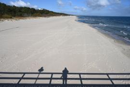 Fast menschenleer ist der Ostseestrand auf der Insel Usedom.  Die G20-Gruppe der wichtigsten Industrie- und Schwellenländer will ein Signal zum Neustart der von der Pandemie angeschlagenen Tourismusbranche geben.
