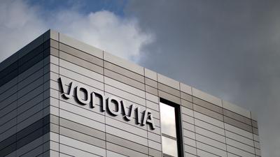 Deutschlands größter Immobilienkonzern Vonovia hat zu Beginn des Jahres 2021 auch dank höherer Mieteinnahmen seinen Gewinn kräftig gesteigert.