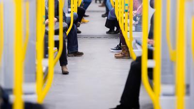 Wegen fehlender Ticketeinnahmen drohten den Verkehrsunternehmen in diesem Jahr Verluste von 3,6 Milliarden Euro. NUnspringt der Bund ein.