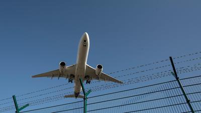 Die Luftfahrtbranche wurde von der Coronavirus-Pandemie hart getroffen - zu Beginn des Jahres hatten viele Länder aufgrund wieder steigender Infektionszahlen erneut die Reisebeschränkungen verschärft.