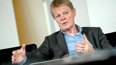 DGB-Chef Reiner Hoffmann fordert Unternehmen ohne Corona-Tests für ihre Beschäftigten auf, die Testlücken zu schließen.