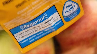 Regional, nachhaltig, bio: Viele Kunden achten im Supermarkt nicht nur auf den Geschmack, sondern auch darauf, woher das Produkt kommt.