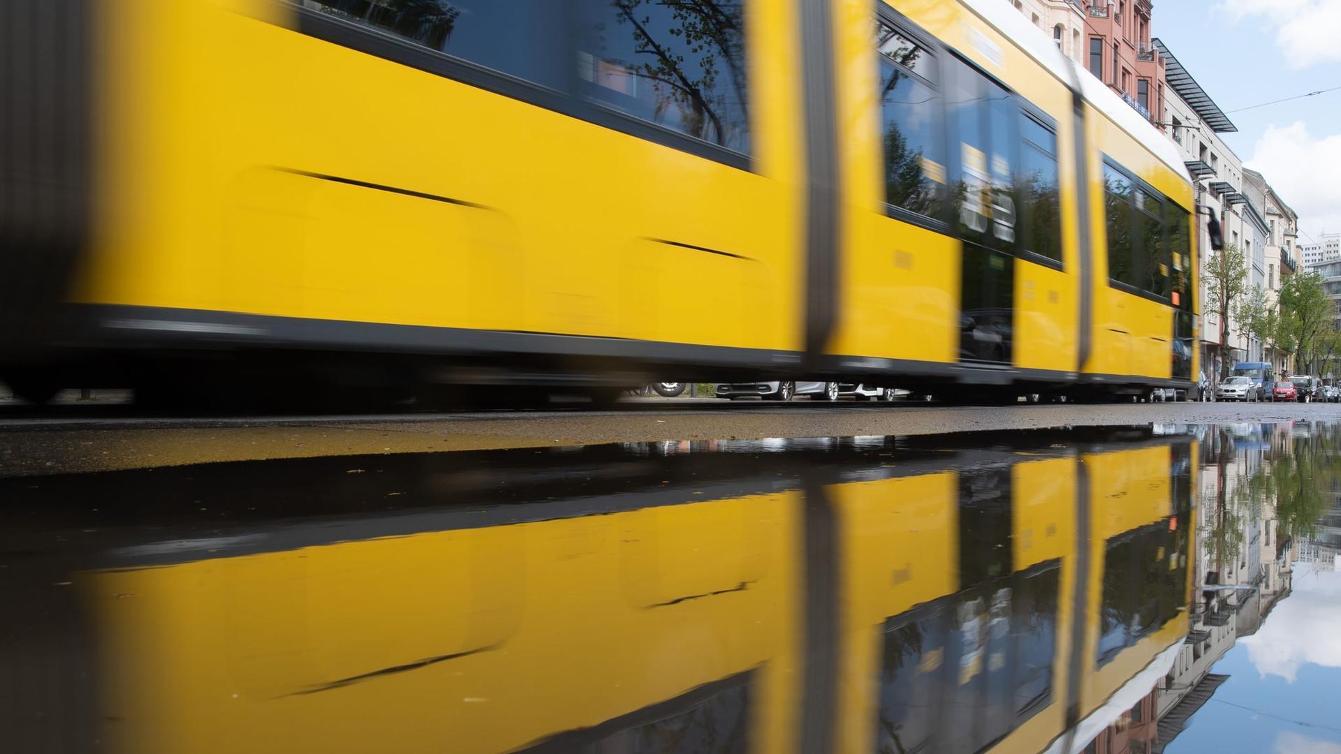 Der Verband Deutscher Verkehrsunternehmen warnt vor einer Kürzung von Leistungen im Nahverkehr, wenn es keine weiteren staatlichen Hilfen gibt.