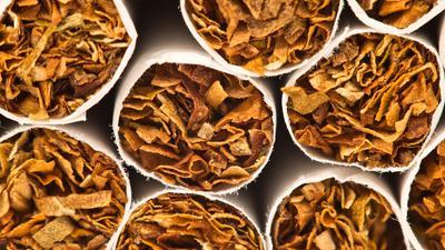 Auf eine Zigarettenpackung soll ab 2022 durchschnittlich 10Cent mehr Tabaksteuer anfallen als bisher.