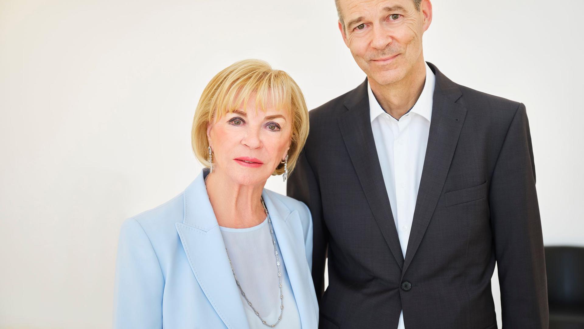 Bertelsmann-Gesellschafterin Liz Mohn mit ihrem Sohn Christoph Mohn (undatierte Aufnahme).